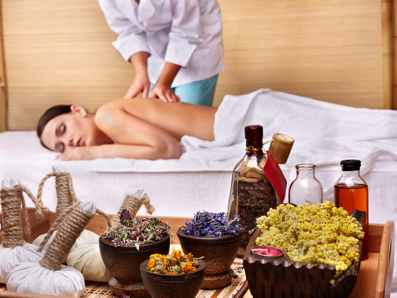 Young-beautiful-woman-on-massage-table-in-beauty-spa